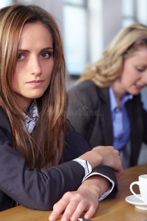 2 biznes deprymujących ludzie stresującej się drużyny obrazy stock