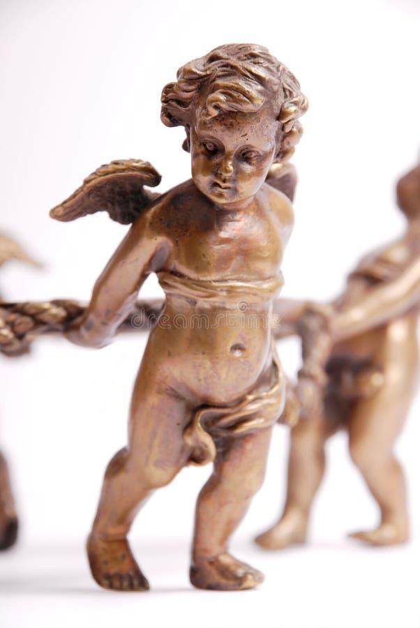 2 bronze cherubs arkivfoto