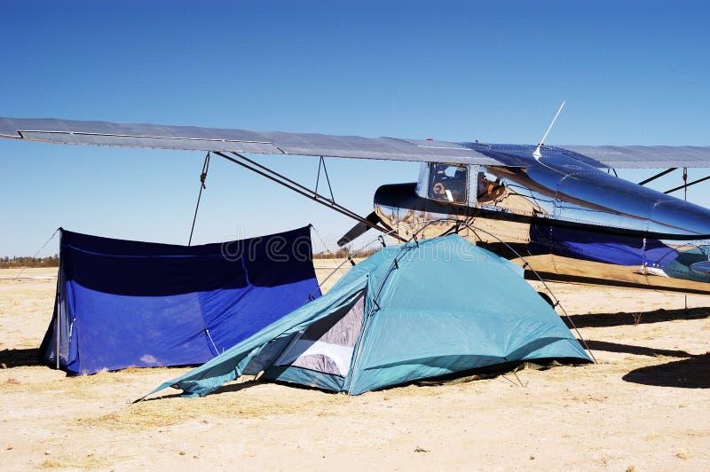 Download 2 camping lotnisk, obraz stock. Obraz złożonej z samolot - 675503