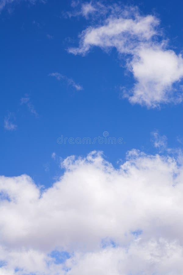 2 chmur niebieskie niebo zdjęcie stock