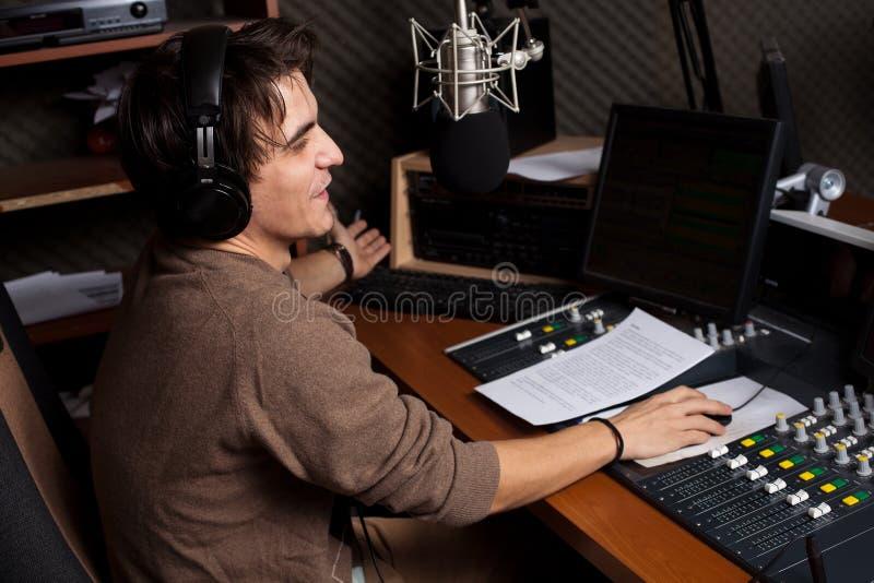 2 dj передают по радио стоковые изображения