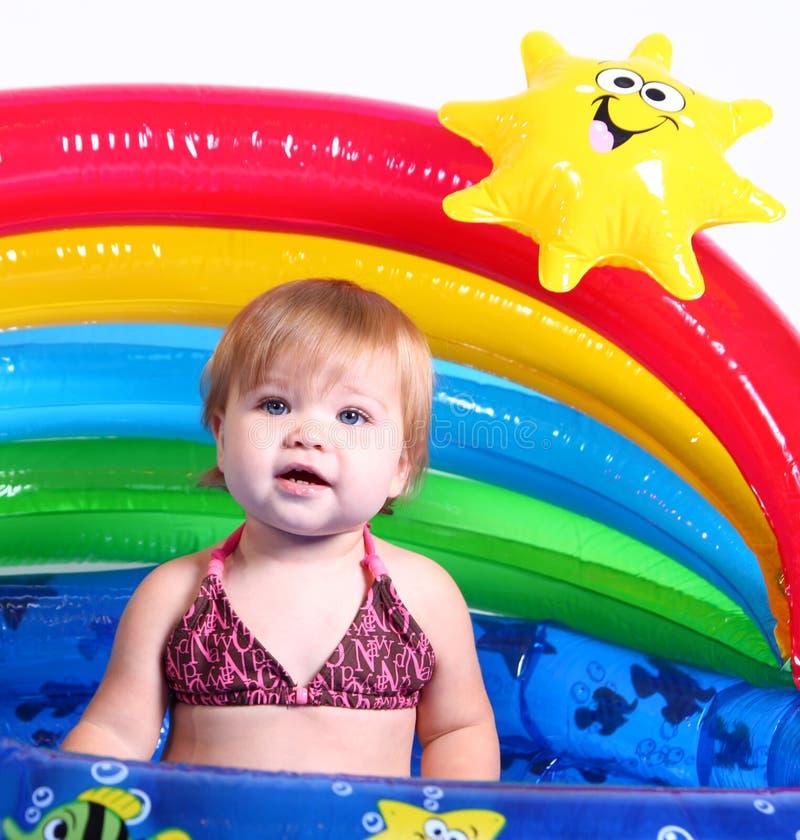 2 fajnych dziewczyn mały basen obrazy royalty free