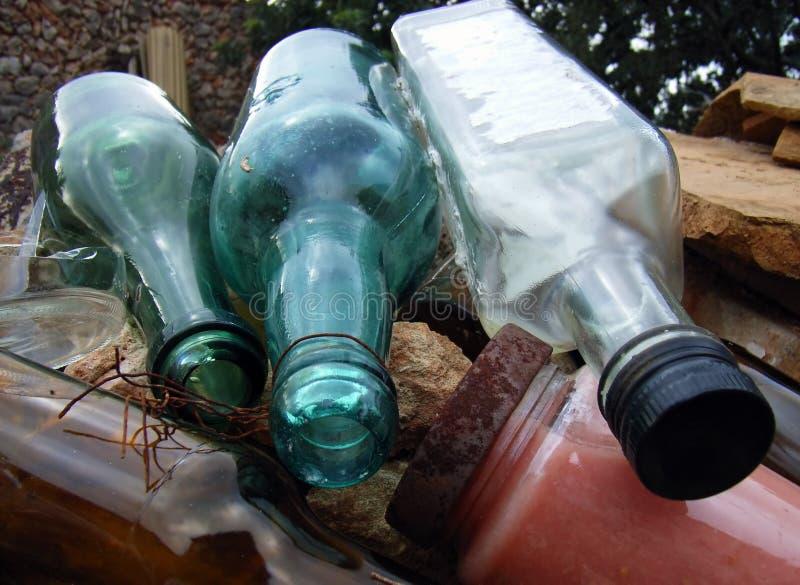 2 gammala flaskor arkivbilder