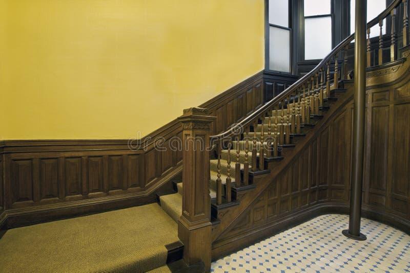 2 gammala trappa för hus royaltyfri bild