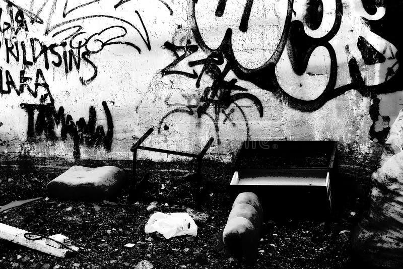 Download 2 graffity zdjęcie stock. Obraz złożonej z miastowy, łamający - 26628