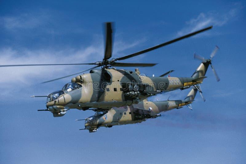 2 Hubschrauber Mil-mi-24 lizenzfreies stockbild