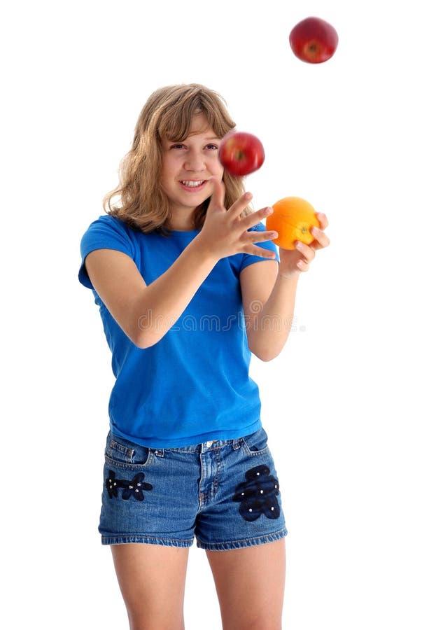 2 jabłkowy pomarańczowy kuglarskiego nastolatków. zdjęcie royalty free