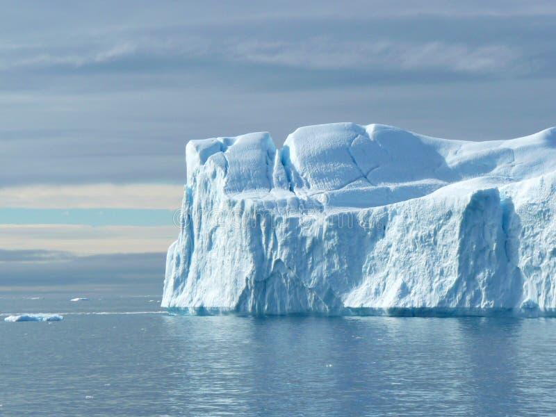 2 kończyć góra lodowa płaską ampułę zdjęcia stock