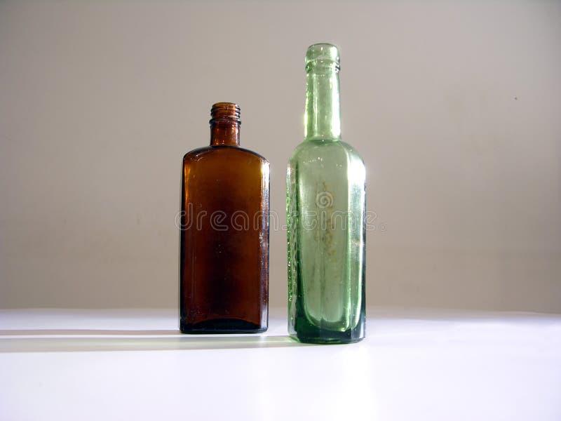 2 oude flessen stock afbeelding