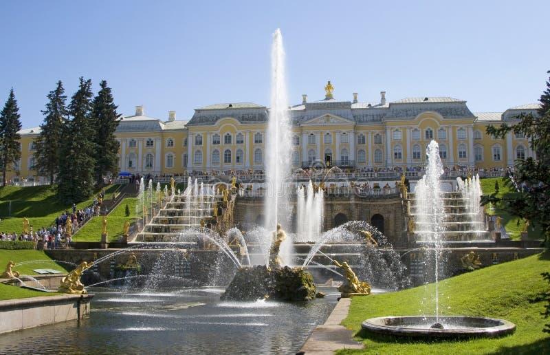 2 petrodvorets фонтана стоковые фотографии rf