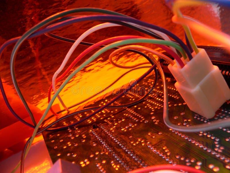 2 pomarańczy na technologii przewód obrazy stock