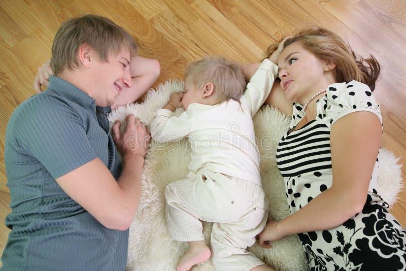2 rodzin na kłamstwo zdjęcia stock