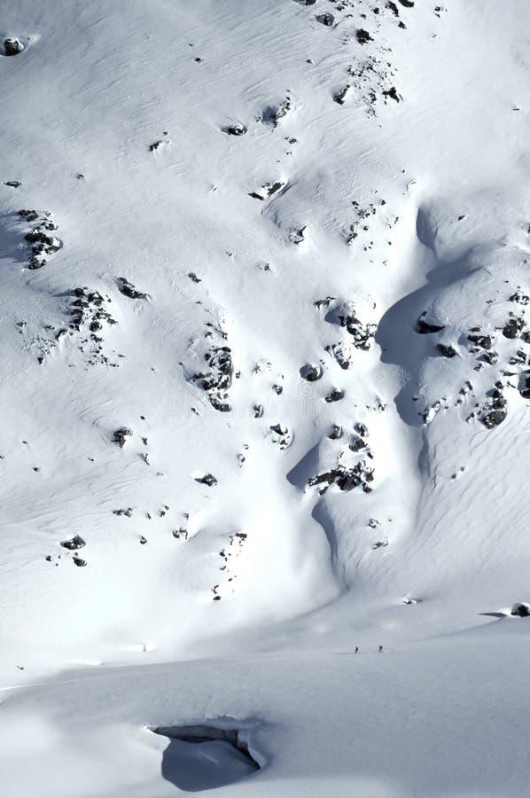 2 sciatori su un ghiacciaio immagini stock
