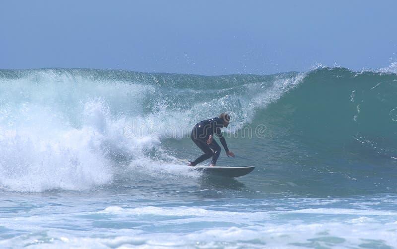 2 Silhouetted Surfare Fotografering för Bildbyråer