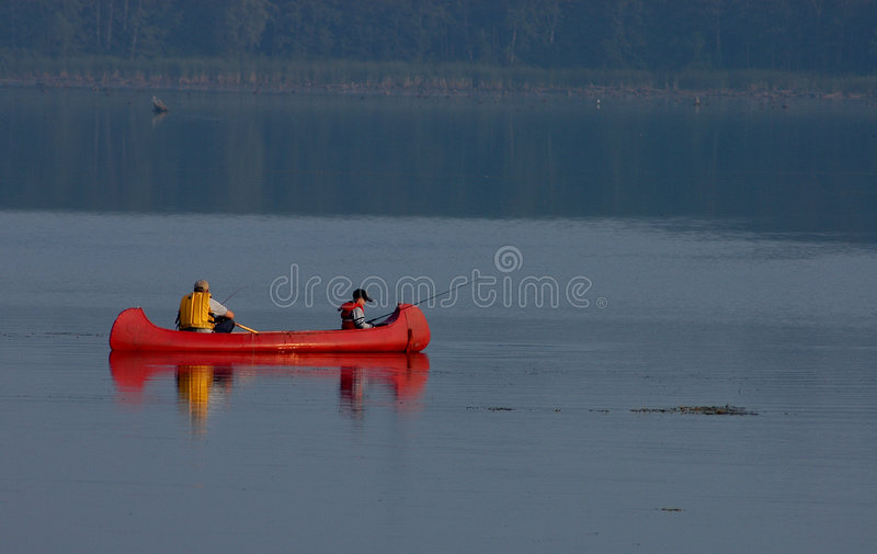 2 som fiskar fotografering för bildbyråer