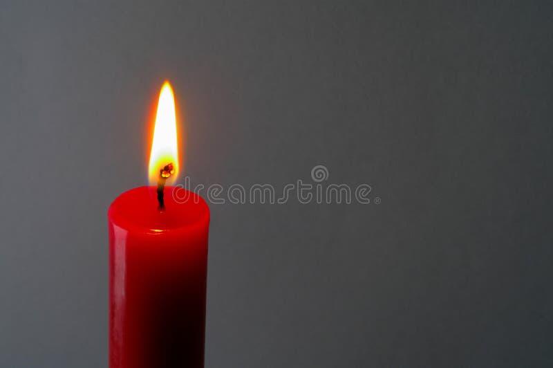 2 stearinljus tänd red royaltyfri foto