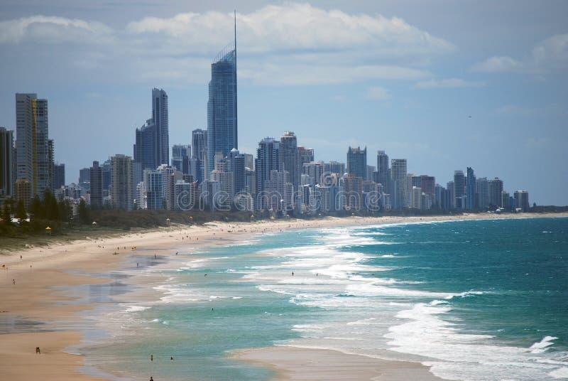 2 surfers de paradis d'or de côte de l'australie photographie stock libre de droits