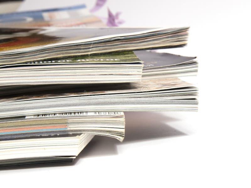 2 tidskrifter arkivbilder