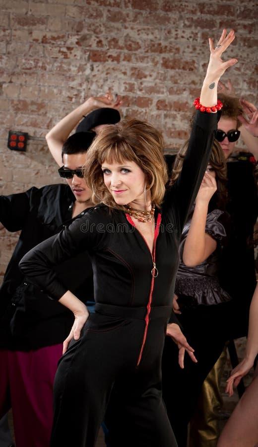 20世纪70年代迪斯科音乐当事人的俏丽的夫人Dancing 免版税库存照片