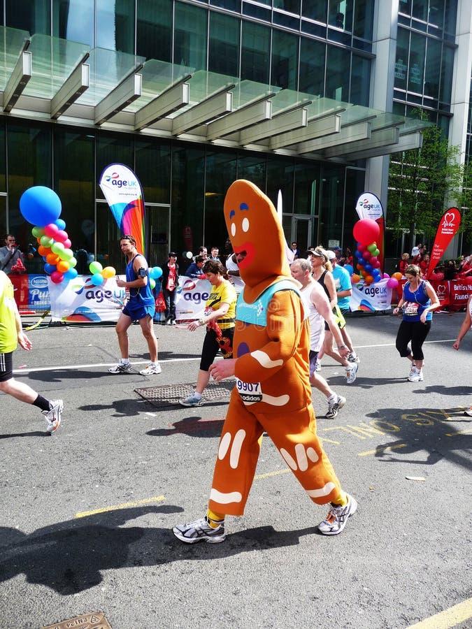 2010 25th Kwiecień zabawy London maratonu biegaczów fotografia stock