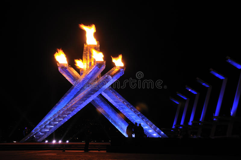 2010 olympischer großer Kessel Vancouver stockbilder