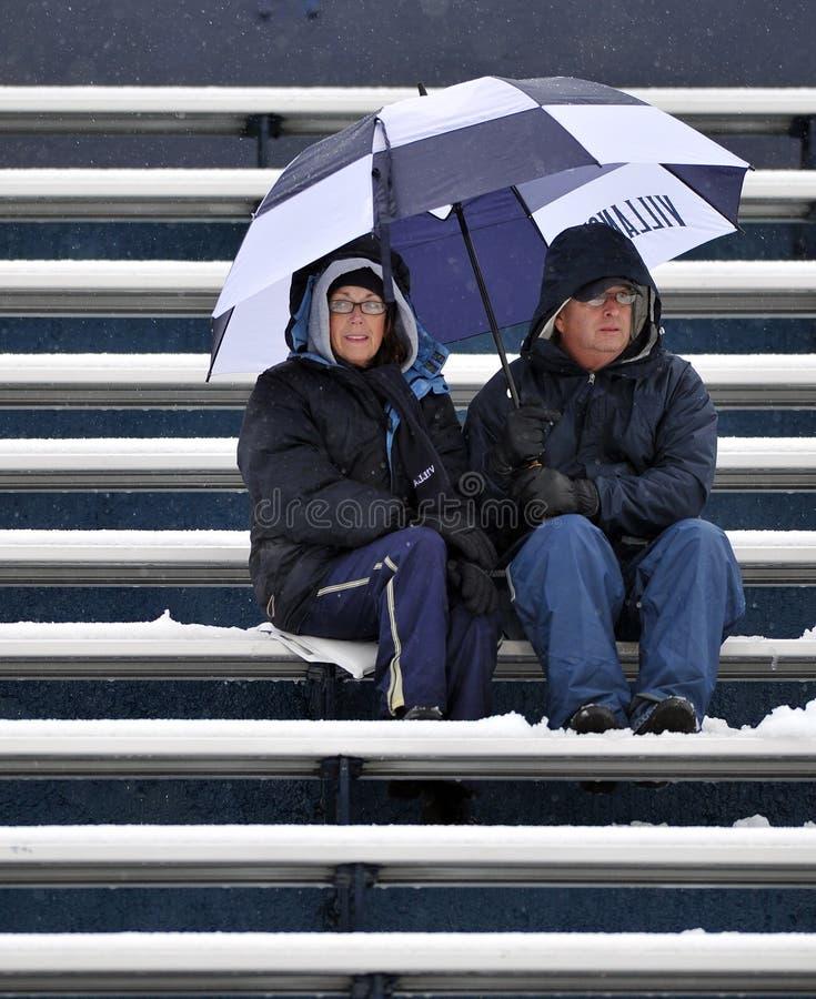 2011台风扇橄榄球ncaa下雪 库存图片