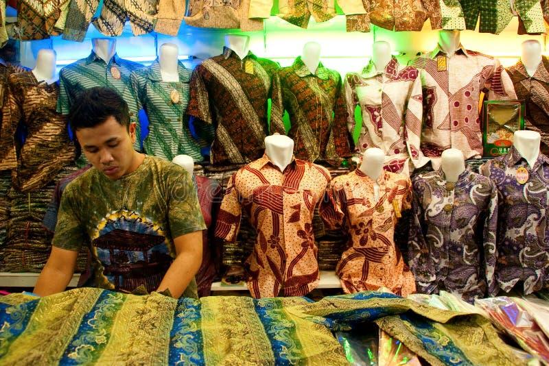 2011年万隆蜡染布印度尼西亚卖主 库存图片