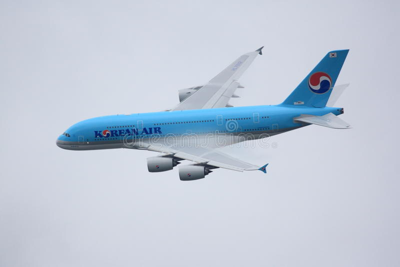 2011 a380航空空中巴士飞行巴黎显示 免版税库存照片