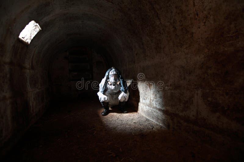 2012 das Ende der Welt im Steinbunker wartend