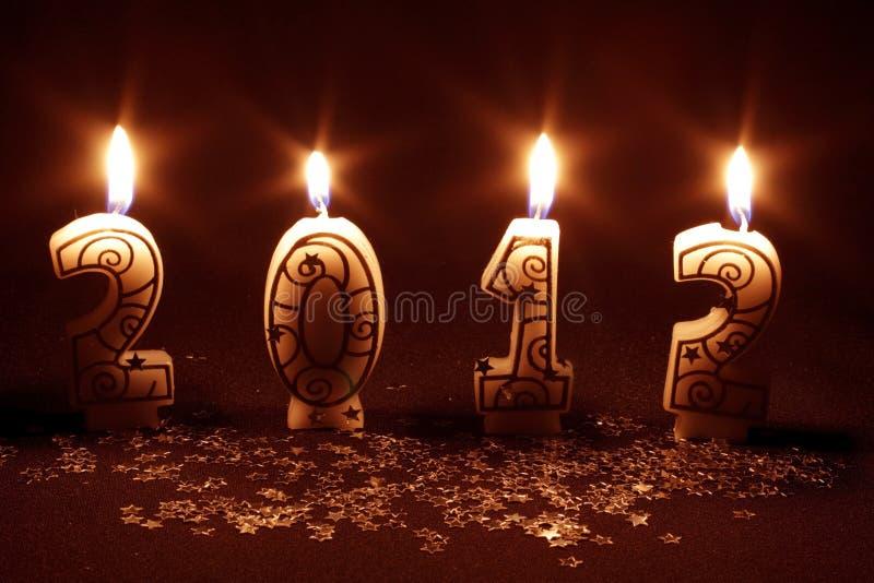 2012 feliz - queimadura das velas foto de stock