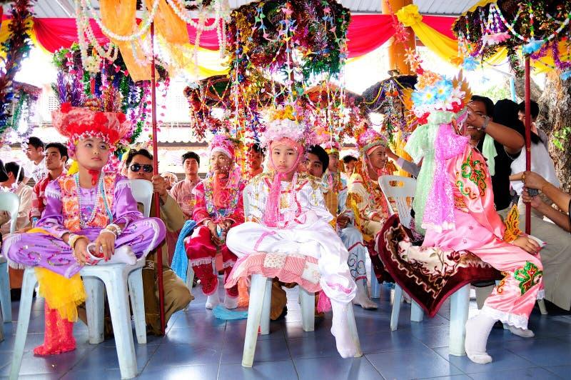 2012 sjöng lång prästvigning poi royaltyfria foton