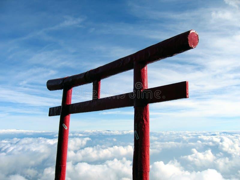 在云彩富士日本mt otori之上 免版税库存图片