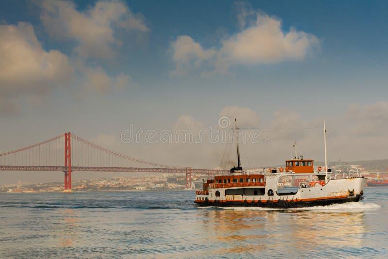 Download 25 De Abril Przerzucający Most Obraz Stock - Obraz: 28996229