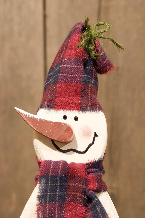 木的雪人 免版税库存照片