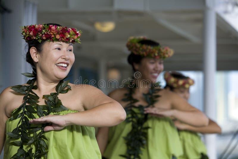 3个舞蹈演员hula 库存照片