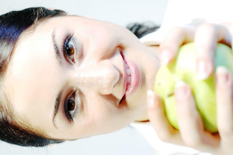 3个苹果新鲜的女孩 免版税库存照片