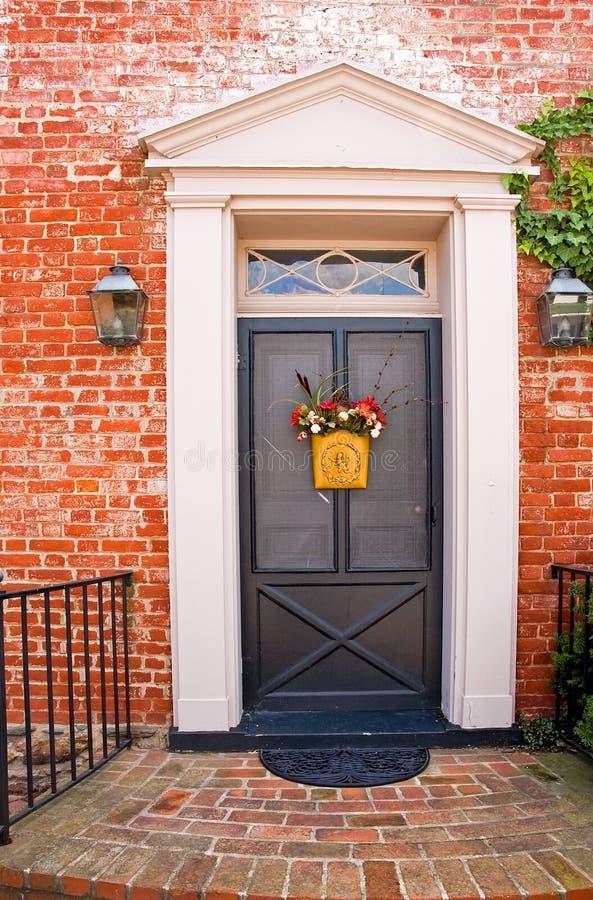 3块砖门前面房子 库存照片
