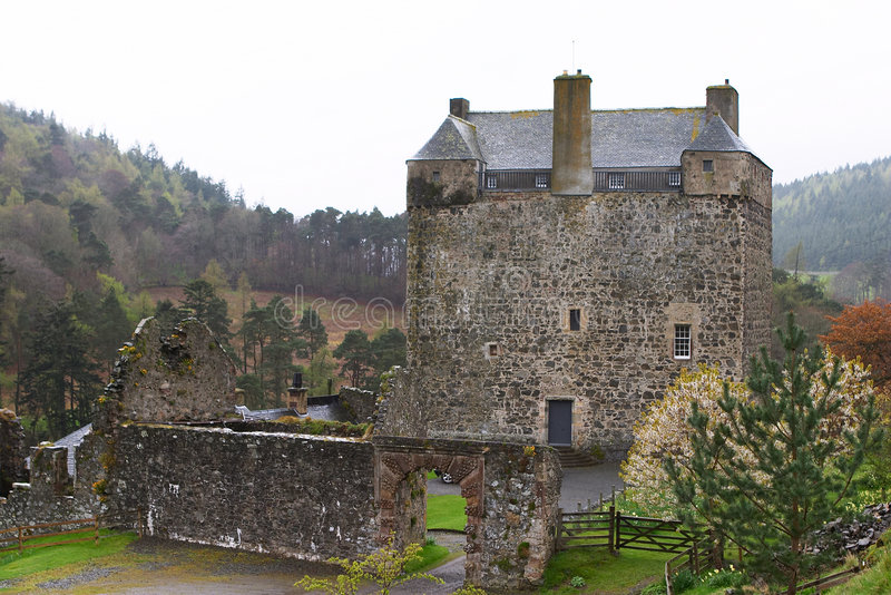 3座城堡neidpath 库存图片