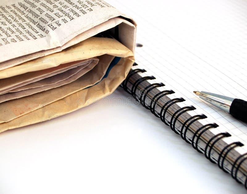 3张报纸笔记本笔 免版税库存照片