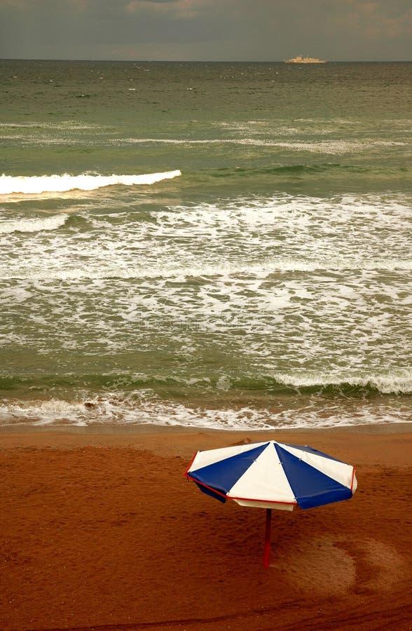 3朵海滩云彩 库存图片