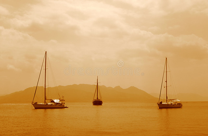3条小船航行 免版税库存图片