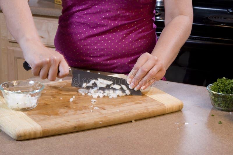 3棵砍的厨房葱妇女 免版税库存照片