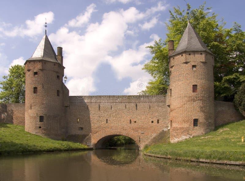 Download 3 πύργοι πόλεων στοκ εικόνες. εικόνα από πύργος, μετάβαση - 125550