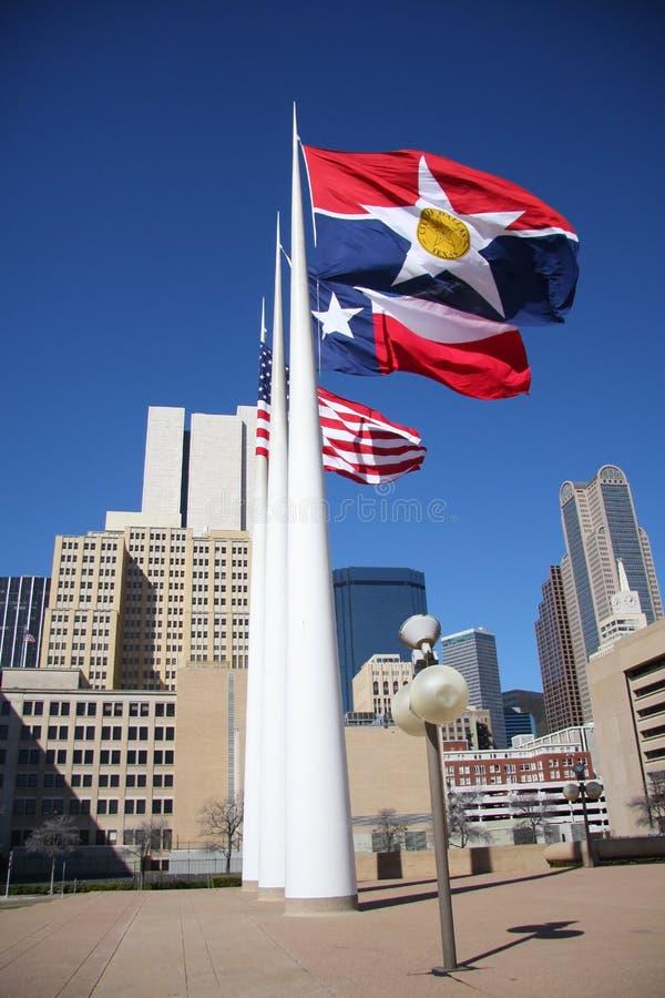 3 флага площади здание муниципалитета стоковое фото rf