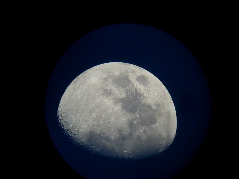 3/4 luna imagenes de archivo