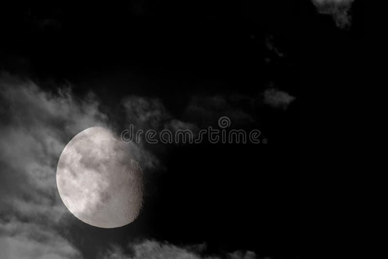 3/4 Luna Llena 2 imagenes de archivo