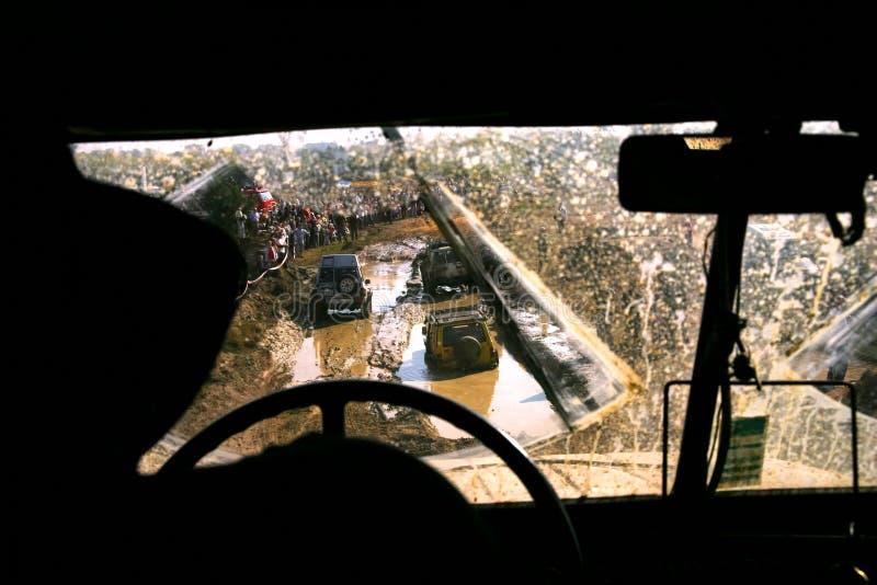 3 auto's in de modder stock afbeelding
