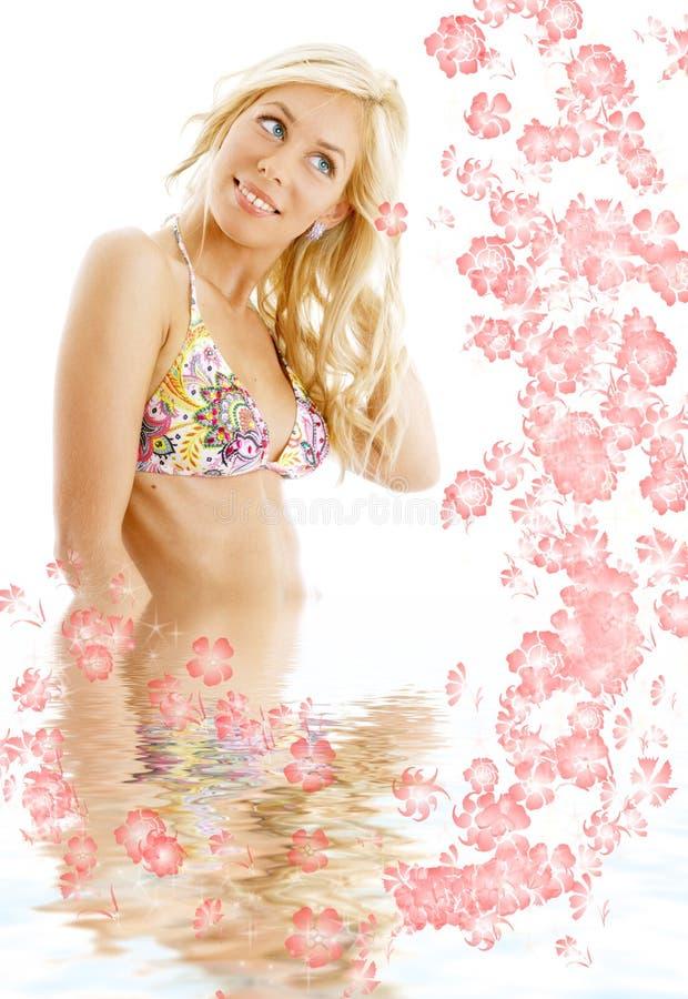 3 bikini ξανθό ύδωρ στοκ εικόνες