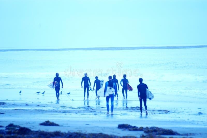 3 blåa surfarear arkivfoto