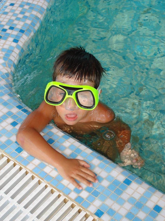 #3.Boy in Zwembad. stock afbeelding